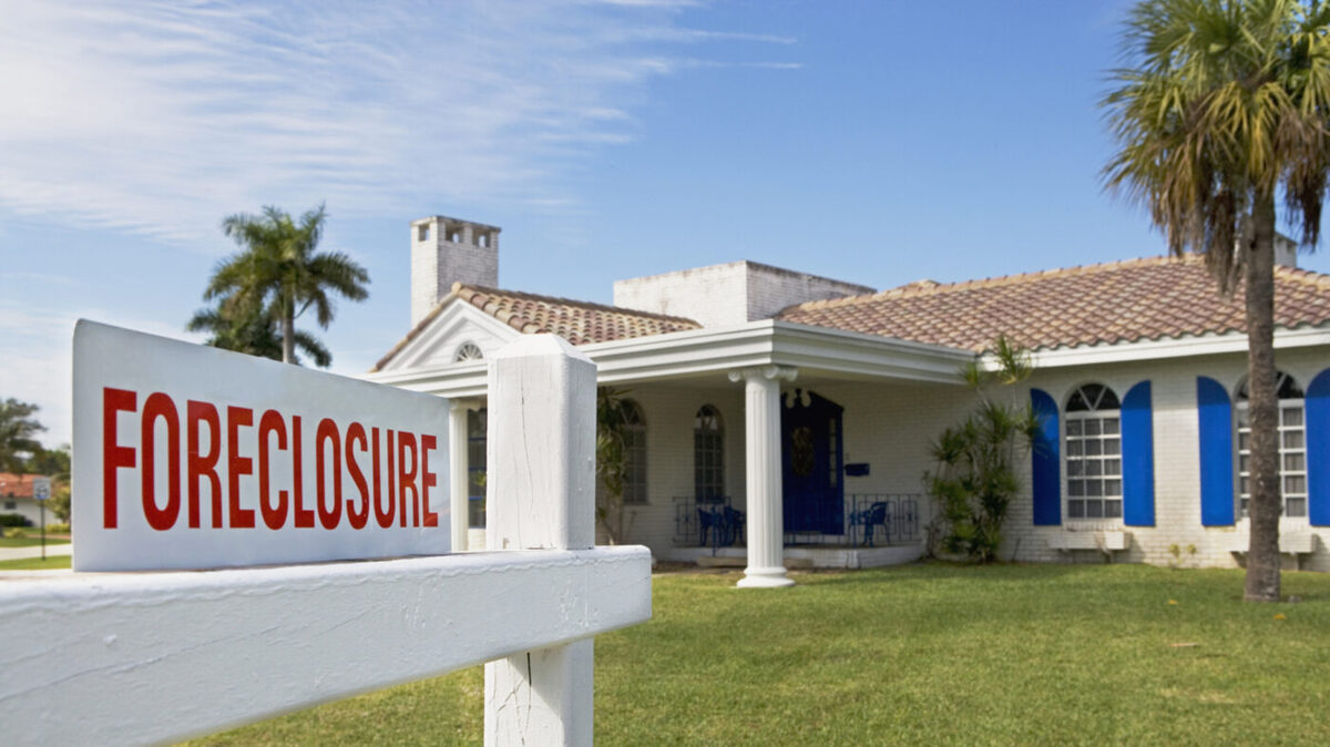 U.S. foreclosure filings decline as moratorium is extended through January