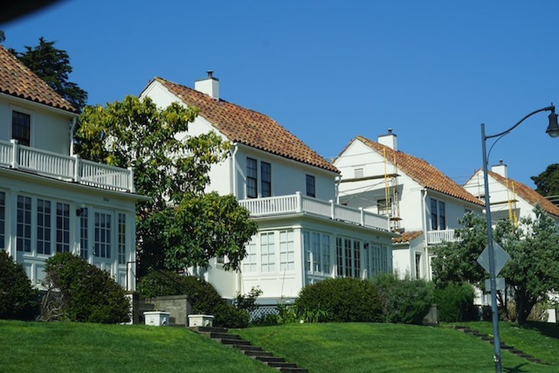 Pros and Cons of Buying an Historic Home